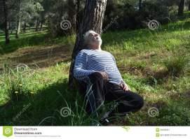 ύπνος-ατόμων-κάτω-από-ένα-έντρο-63539261